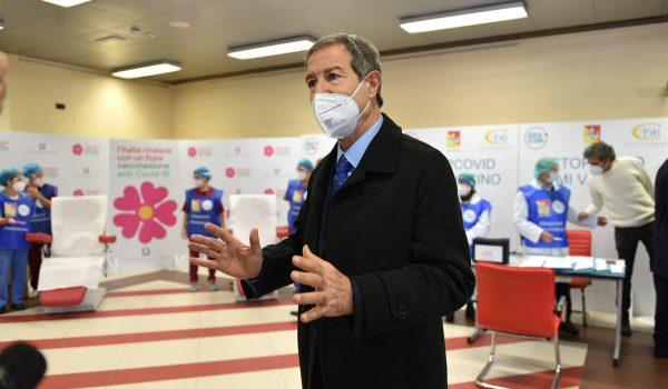 Vaccini: la Sicilia apre la prenotazione per i nati dal 1971